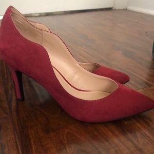 Adorable scalloped red heels!